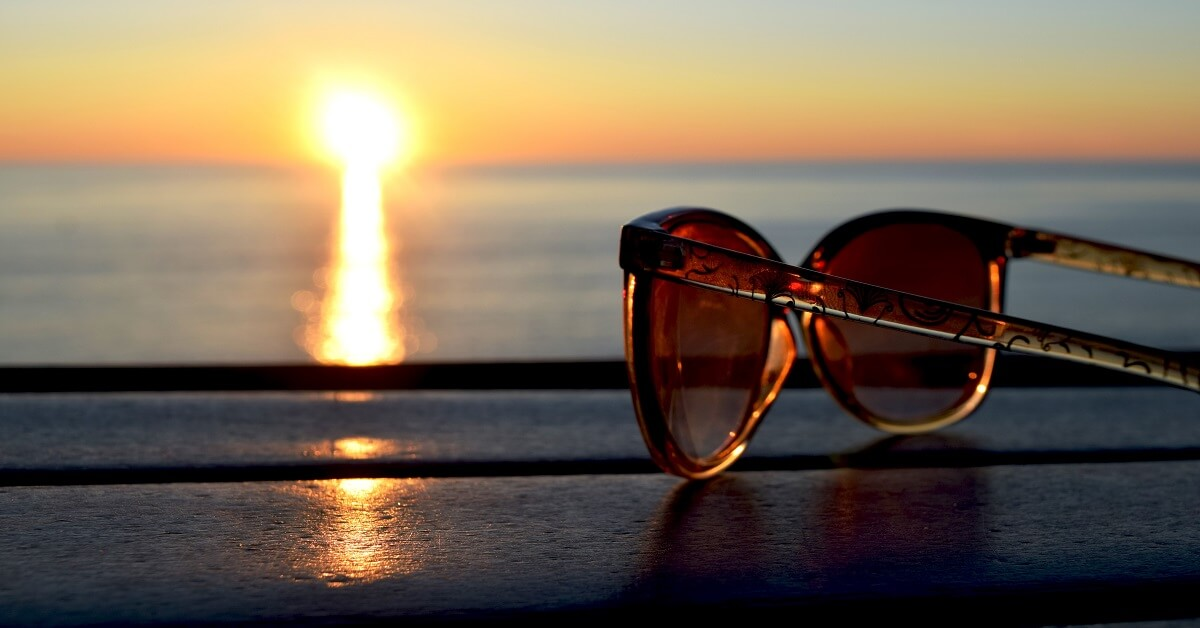 how to remove scratches from sunglasses lenses