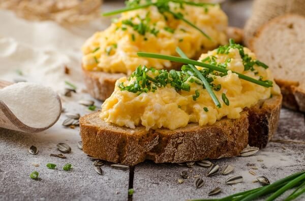 What are the actual scrambled eggs calories